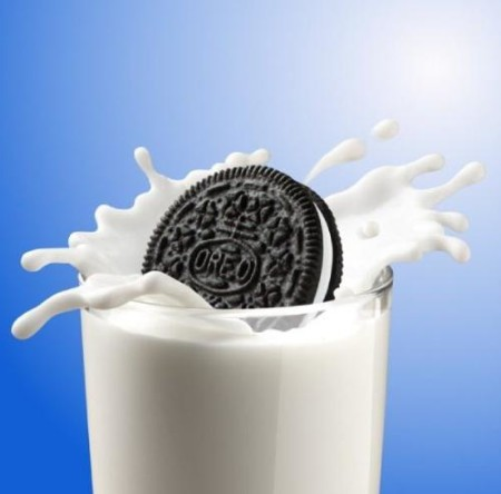 Oreo-Cookies-And-Milk-e1368646124688
